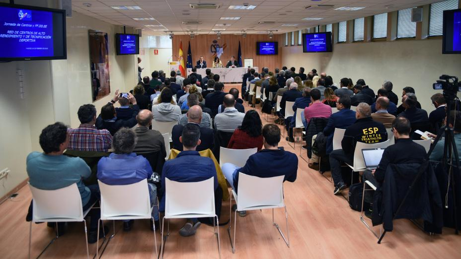 More than 100 people involved in the working day on centres of high performance and Sports Technicization